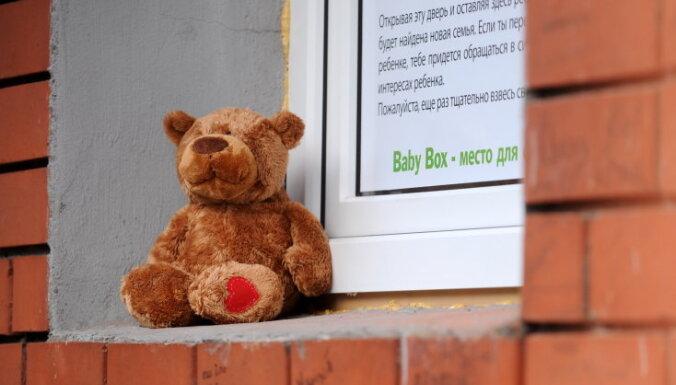 Trešdienas vakarā Rēzeknes slimnīcas glābējsilītē atstāts puisītis