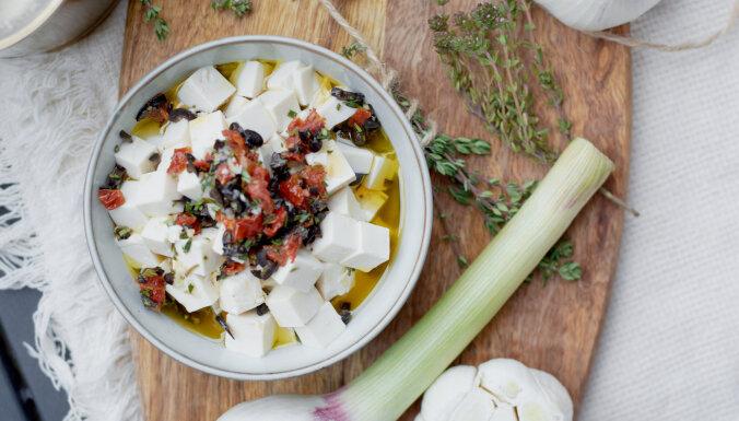 Вкусно и необычно: два рецепта маринованных сырных закусок на Лиго