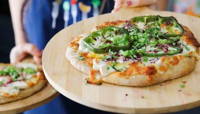 Pieci padomi, kā padarīt bērnu iemīļoto picu veselīgāku