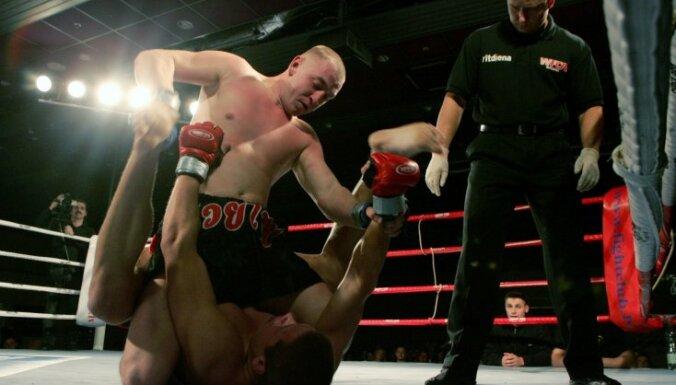 Однорукий боец MMA выиграл титул менее чем за полторы минуты