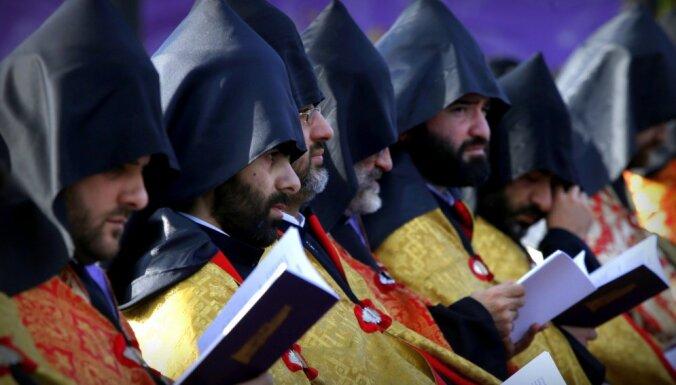 Baznīca un valdība Armēnijā apvienojas cīņā pret 'Rietumu reliģiskajām grupām'