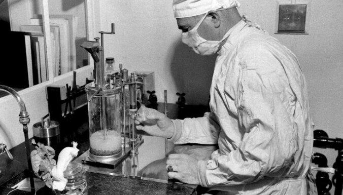'Kāpēc Austrumeiropu Covid-19 skāris vieglāk?' – infektologi par sākto prettuberkulozes vakcīnas pētījumu
