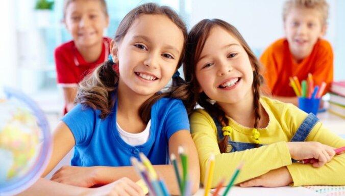 В прошлом году из Латвии выехало почти 13 000 детей школьного возраста