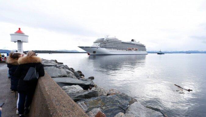 Подавший SOS круизный лайнер Viking Sky добрался до порта Молде