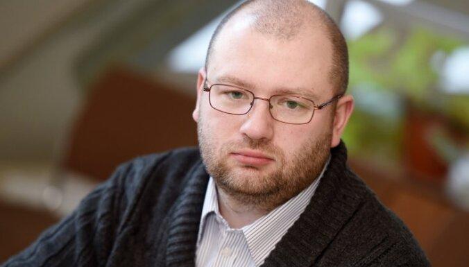 Krasnogolova apstiprināšanu uz trešo termiņu Rīgas bāriņtiesas šefa amatā atliek