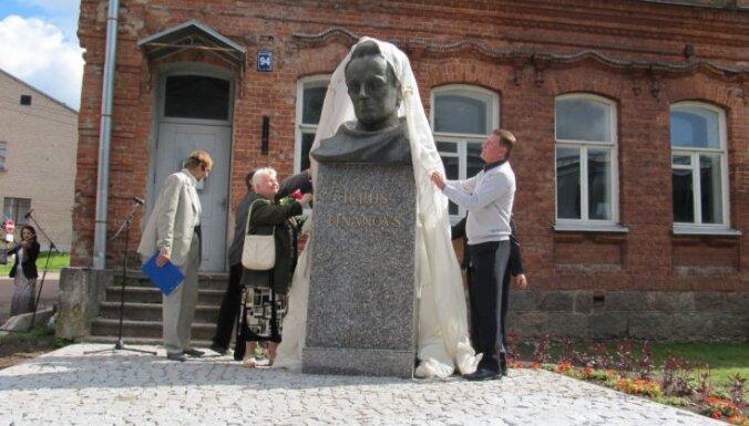 В Резекне открыли памятник Ю.Тынянову
