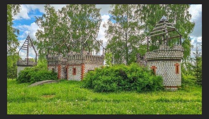 """ФОТО. """"Советский Диснейленд"""" – самая необычная детская площадка в Курземе"""