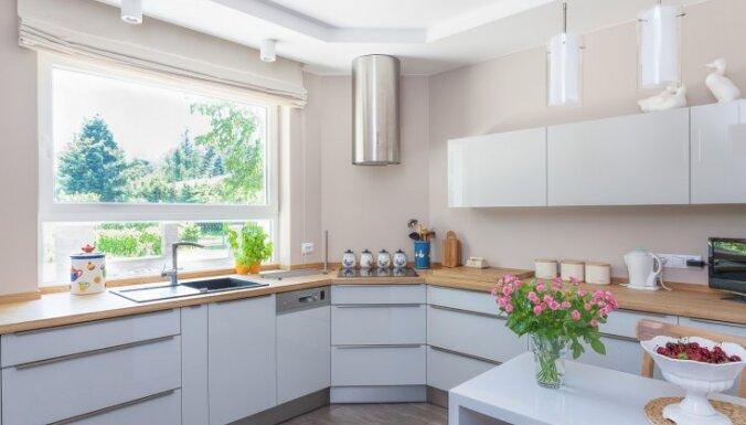 No izlietnes izvēles līdz funkcionālam iekārtojumam – padomi virtuves iekārtošanai