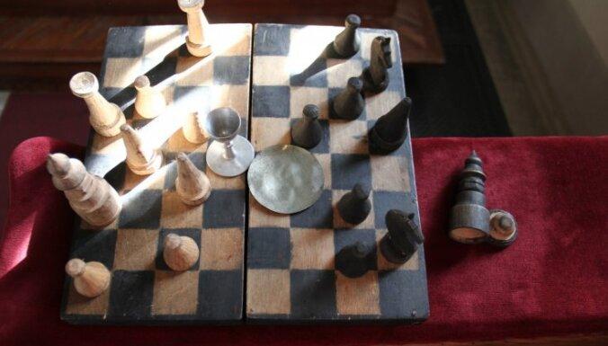 Video: Īpašs šaha dēlītis un Preiļos adītas vilnas zeķes – ko katoļi dāvinās pāvestam