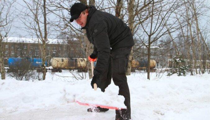 Ушаков: на чистку снега этой зимой денег хватит