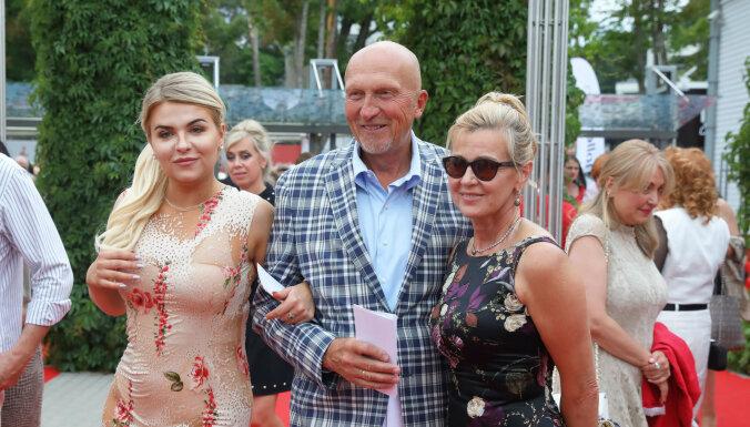 ФОТО: Буров, Криштопанс и Шлесерс побывали на закрытии фестиваля Лаймы Вайкуле