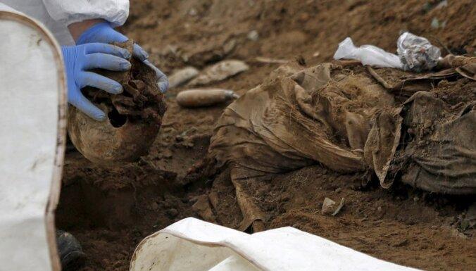 ВИДЕО: Под Ригой нашли останки солдат Петра Первого с православными крестиками