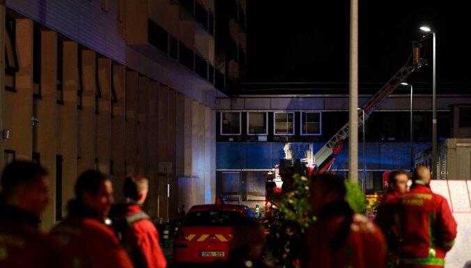 ВИДЕО: Мощный пожар в многоэтажном здании в пригороде Парижа, есть пострадавшие