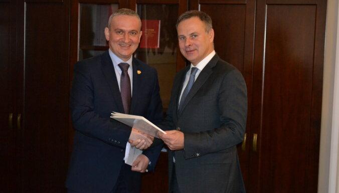 Латвия предложила Белоруссии договор о сотрудничестве в сферах транспорта и логистики