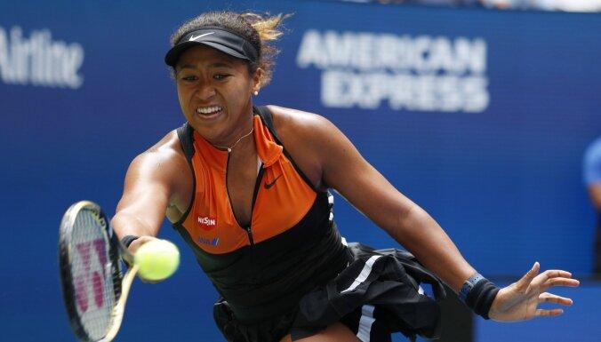 'US Open' čempione Osaka ar grūtu uzvaru sāk titula aizstāvēšanu