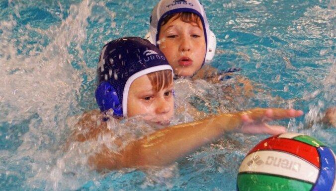ФОТО: В Инчукалнсе прошел международный турнир по водному поло