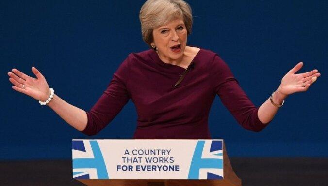 Тереза Мэй ведет переговоры с ЕС, но при этом может потерять работу