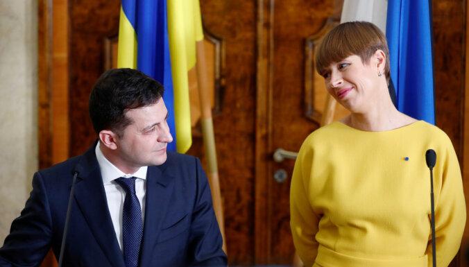 Igaunijas prezidente Kaljulaida ar tērpu izrāda īpašu cieņu Ukrainas prezidentam