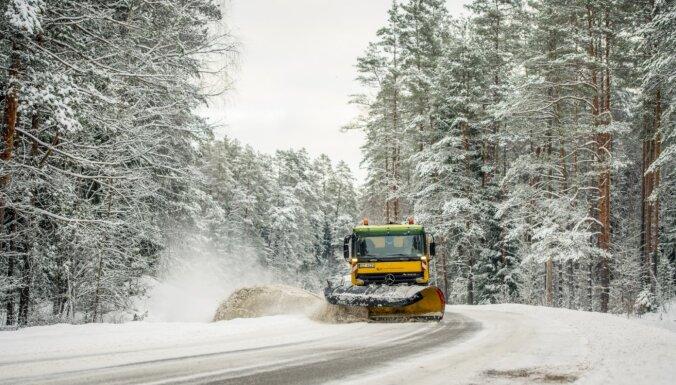 Autoceļu uzturētājs gatavojas ziemai; iepirktas 26 000 tonnas sāls