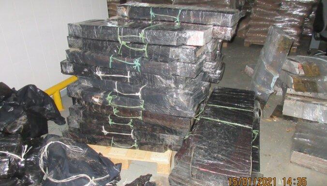 Foto: Kravas auto un vilcienā atklāj vairāk nekā 338 000 kontrabandas cigarešu