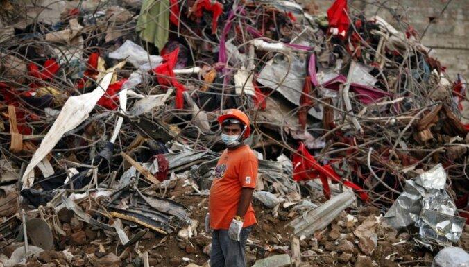 Glābšanas operācija Bangladešas sagruvušajā ēkā tuvojas noslēgumam; bojāgājušo skaits sasniedz 1127
