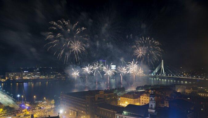 Covid-19: в Риге изменится программа ноябрьских праздников, ежегодного салюта не будет
