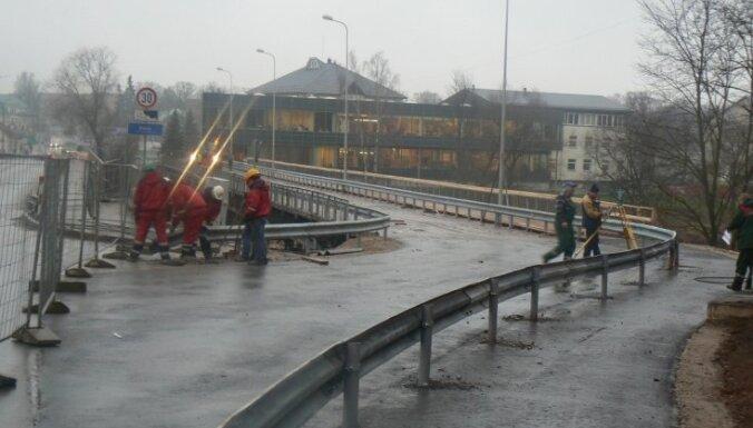 В Валмиере демонтируют мост через Гаую