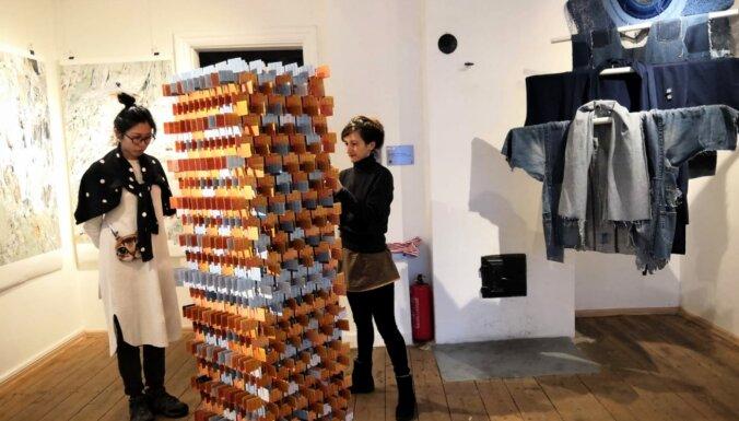 Apmeklētājiem atvērta Latvijas un Igaunijas atkritumu mākslas izstāde Viljandi