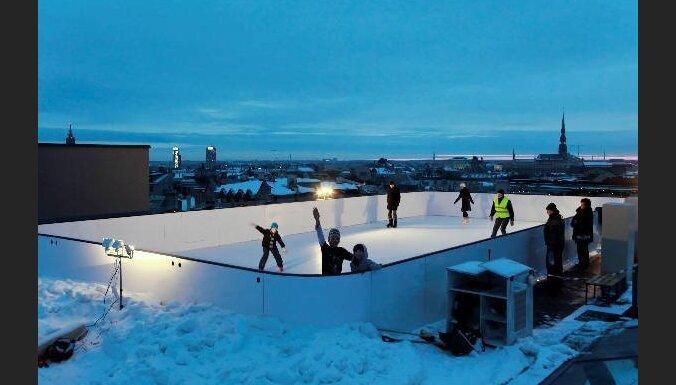 Ikvienam atvērta 'Galleria Riga' jumta slidotava