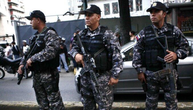 Venecuēlā aizliedz ieroču tirdzniecību privātpersonām