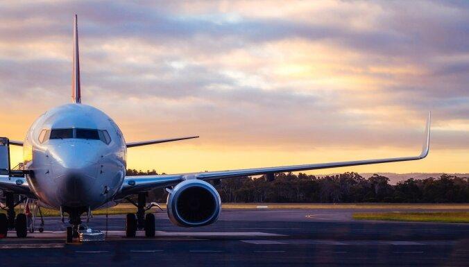 Латвия возобновляет полеты в третьи страны, но прибывших будут строго контролировать