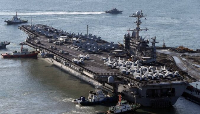 Ziemeļkoreja draud 'apglabāt' ASV aviācijas bāzes kuģi