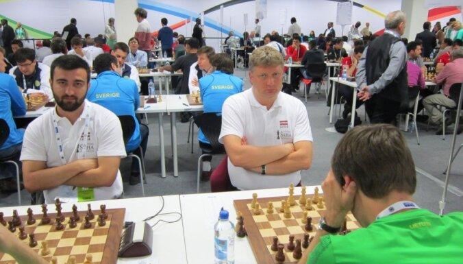 На Олимпиаде латвийские шахматисты сыграли вничью с испанцами