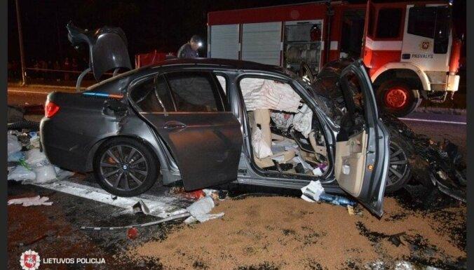 Трагическое ДТП на трассе Рига — Паневежис: погибли супруги, пострадали трое детей