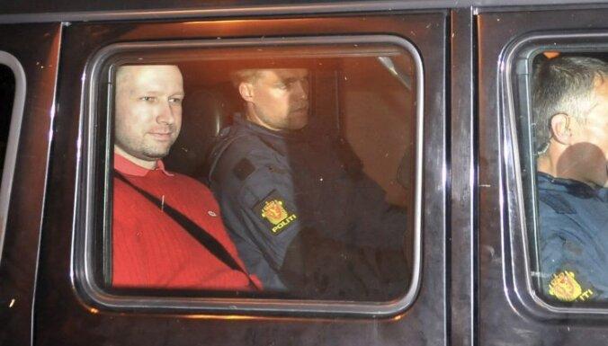 Bēringu-Breiviku atzīst par pieskaitāmu; tiesa sāksies nākamnedēļ