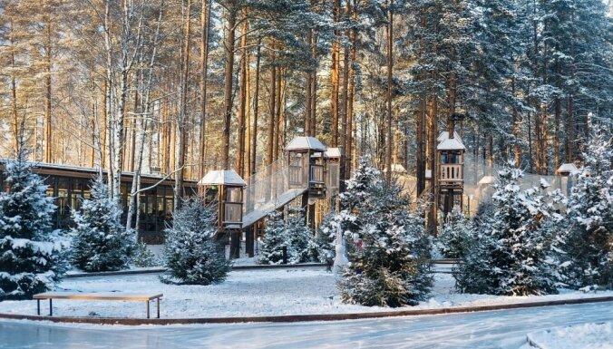 Netālu no Sanktpēterburgas atklāta unikāla slidotava mežā