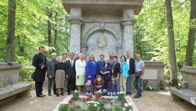 В Риге открыли памятник Георгу и Вольдемару Бисениексам, предкам политика Владимира Кара-Мурзы