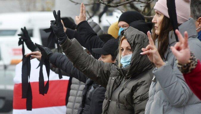 Minskā piemin līdz nāvei piekauto Bondarenku; Režīms melo par 'alkohola intoksikāciju'