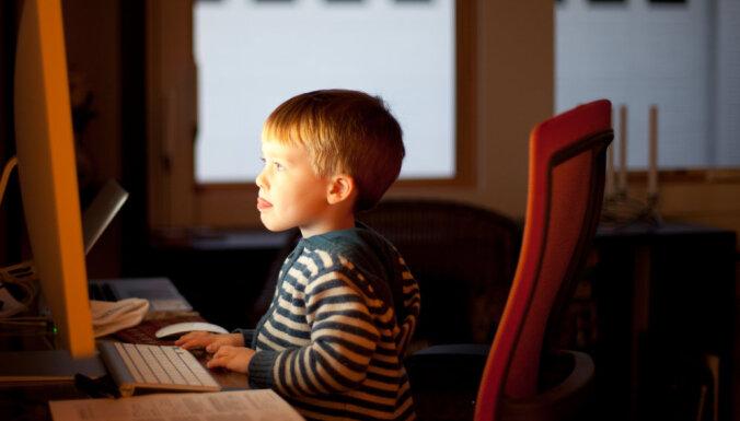 Praktiski padomi, kā gudri pārraudzīt bērna aktivitātes internetā
