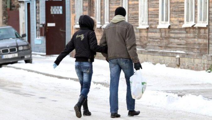 Rīgā 216 pārkāpumi fiksēti saistībā ar sniega netīrīšanu no jumtiem un ietvēm