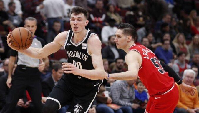 Kurucs palīdz Bruklinas 'Nets' izcīnīt septīto uzvaru pēc kārtas; Bertāns un 'Spurs' sagrauj 'Magic'