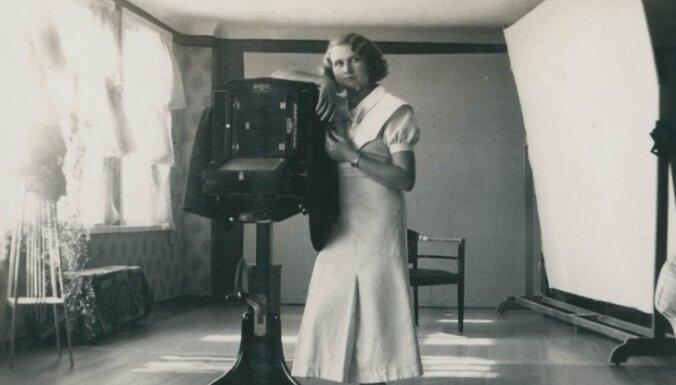 Tartu atklās Latvijas un Igaunijas pirmajām fotogrāfēm – sievietēm veltītu izstādi