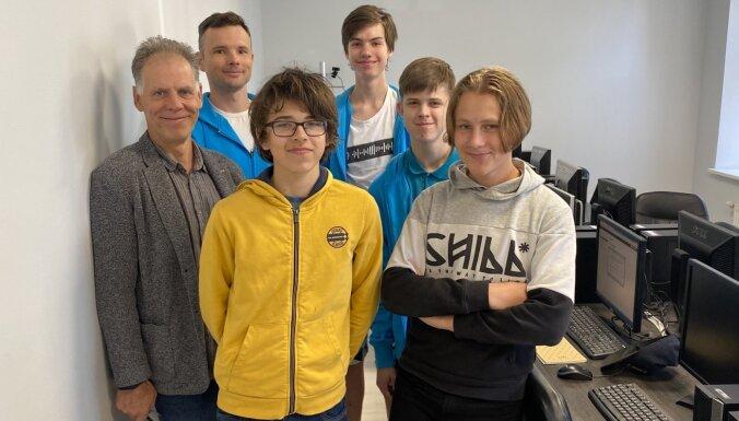 Latvijai pirmā zelta medaļa Eiropas jauniešu informātikas olimpiādē