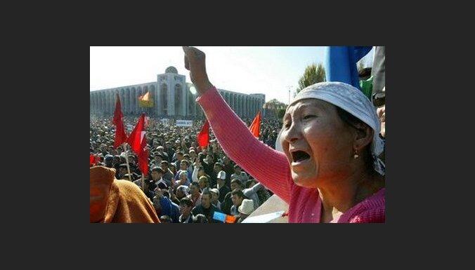 Президент Киргизии повторно ввел режим ЧП в Бишкеке