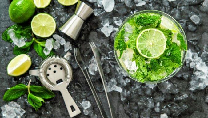 No ledus tējas līdz sangrijai – vēsu atspirdzinājumu receptes glābiņam no tveices