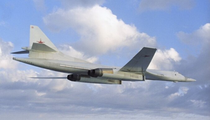 Britu iznīcinātāji pavada Krievijas bumbvedējus, kuri tuvojās Lielbritānijas gaisa telpai