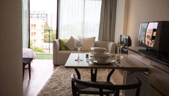Dizainere ieskicē piecas izplatītākās kļūdas dzīvojamās istabas iekārtošanā