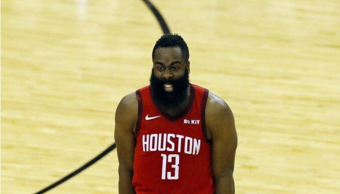 Hārdens un 'Rockets' vēlreiz apspēlē NBA čempionus 'Warriors'; 'Bucks' trešo reizi uzvar 'Celtics'