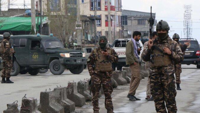 Kabulas centrā kaujinieki iebrūk sikhu dievnamā; gūstā saņemti cilvēki