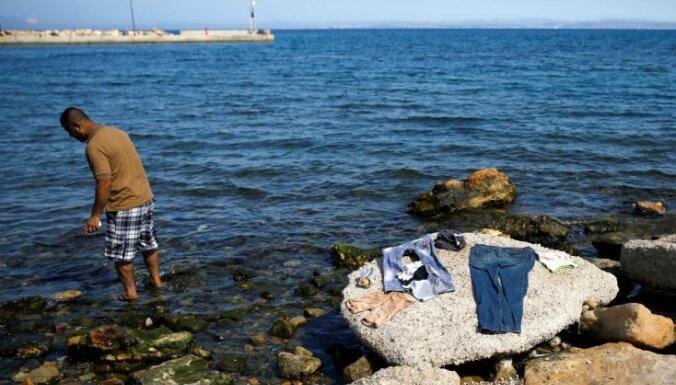Grieķija nosūta uz Turciju pirmos atraidītos patvēruma meklētājus